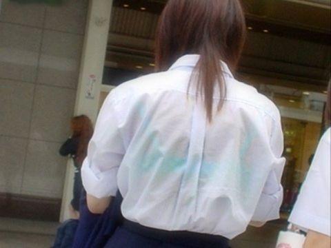 制服のブラウスから透けるブラジャーって独特のエロさだよなwww夏が待ちきれなくなる街撮り画像