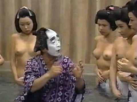 昭和のテレビ、エロ過ぎwwww普通におっぱいまる出しじゃねーかwwww
