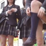 女子●生のパンチラ率ほぼ100%の靴下直しwwwそんなに大事なのか?