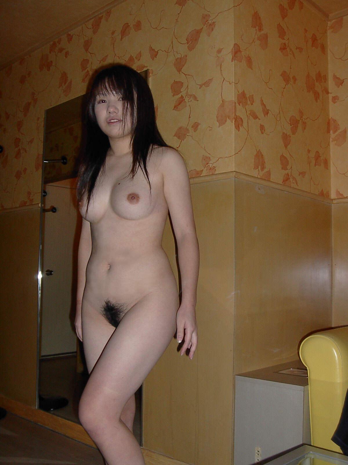 【ラブホ流出エロ画像】セックス前のひととき…ラブホで撮られた素人娘の裸がくっそエロいンゴwwww その11