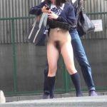 パンツ履き忘れたのか!?残尿やオリモノが酷くて脱いじゃったのか…恥ずかしい姿を撮られたノーパン娘www