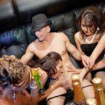 クラブで酔った外国人自然とおっぱじめてしまうセックスパーティーが羨ましすぎて今すぐ移住したいwww