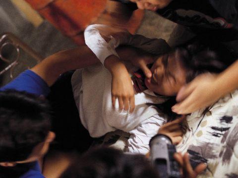【レ●プ画像】いっやぁぁぁぁぁ~!!女の子の悲痛な叫び声が聞こえてきそうなほど生々しいレイ●プ現場www