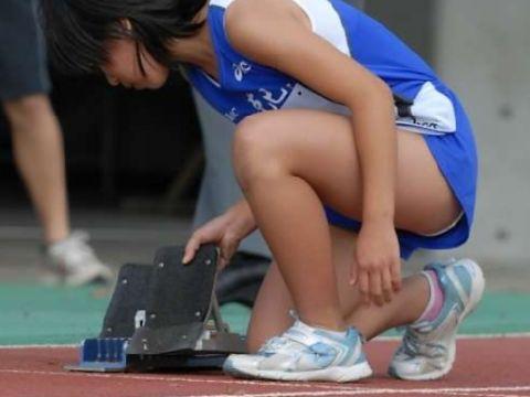"""<span class=""""title"""">スポーツの秋ということで…女子陸上部員たちのむらむらするエッチな身体つきがたまらないフェチ画像</span>"""