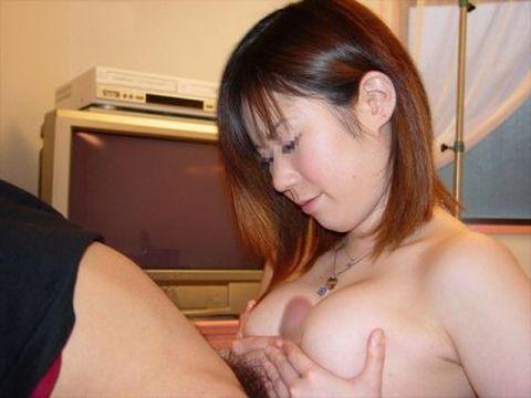 こんなおっぱいに憧れる!大きな乳房でパイズリする巨乳ちゃんが可愛い…ご奉仕パイズリ画像